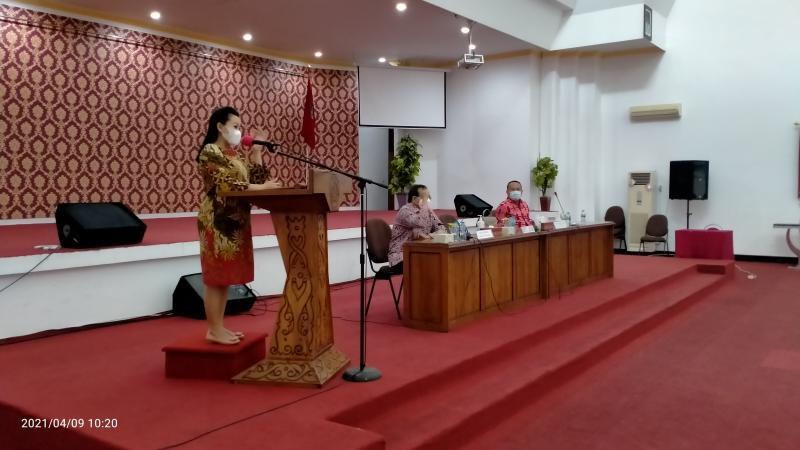 Pembekalan Tugas Pokok dan Fungsi Sebagai Guru dan Kepala Sekolah di Aula Besar Kantor Bupati Landak